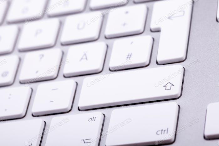 Weiße Aluminium-Tastatur in Nahaufnahme