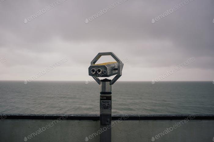Teleskop an einem regnerischen Tag