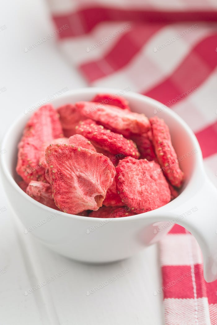 Freeze dried strawberry slices