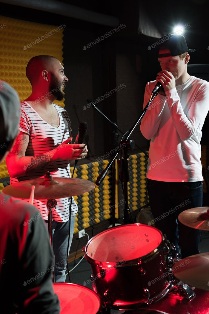 Musikband Gesang im Studio