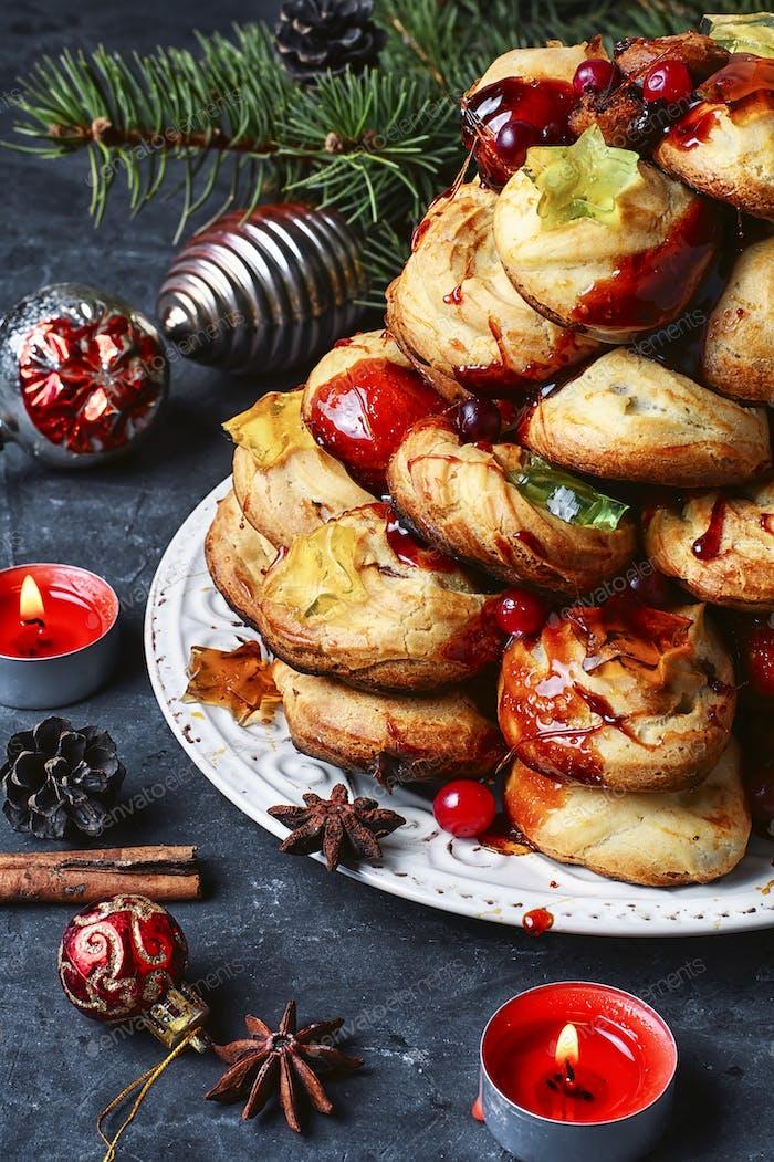 Weihnachtskuchen ein Kroquembouche
