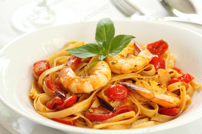 Fettuccine with prawn in tomato sauce