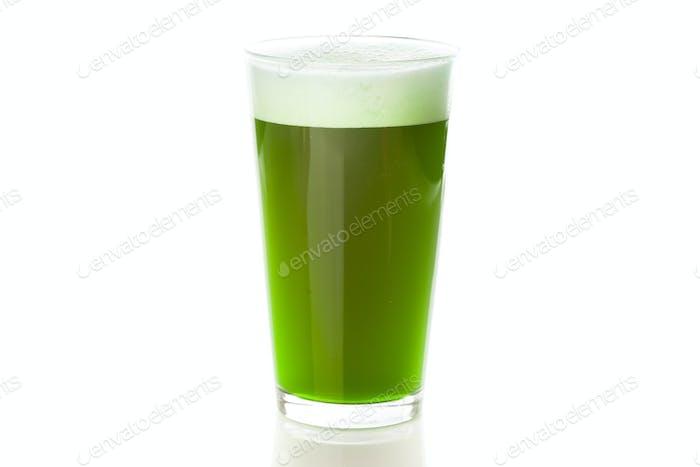 Gefärbtes grünes Bier für St. Patricks Day