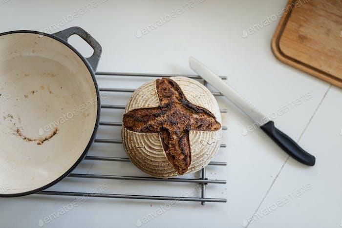 Frisch gebackenes hausgemachtes Brot