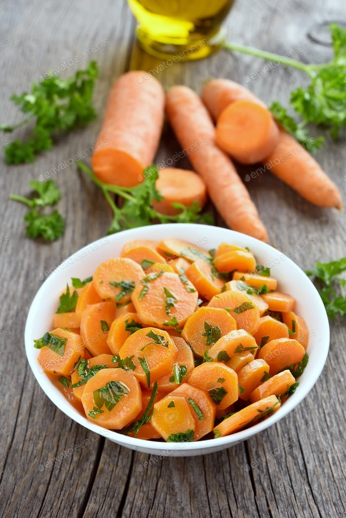 Vegetable salad with carrot