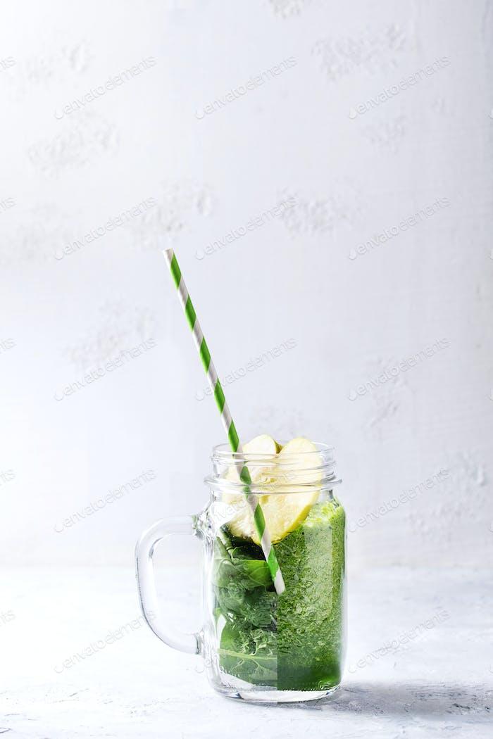 Zutaten für grünen Smoothie