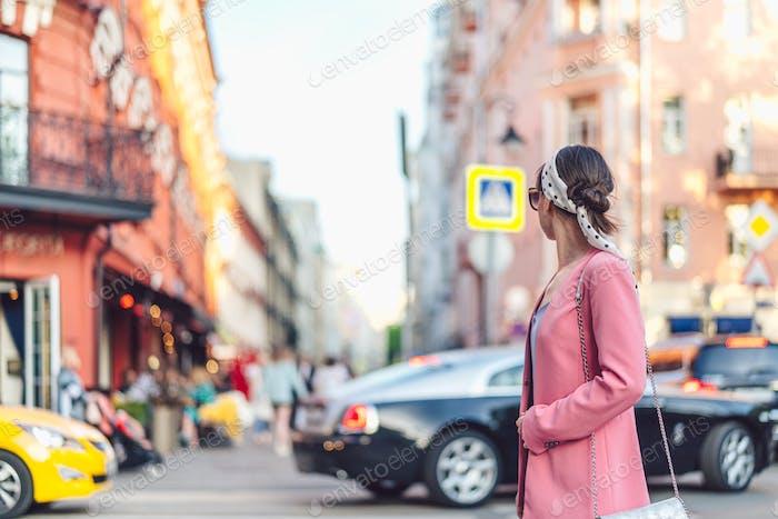 Attraktives Mädchen in Moskau