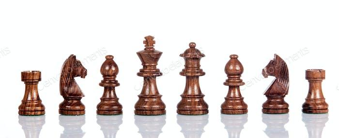 Holzschach. Schachfiguren. Schachfiguren isoliert auf wh