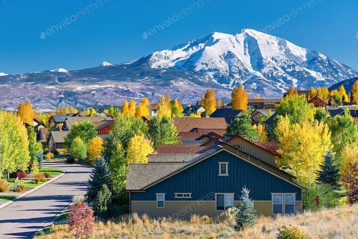 Wohnviertel in Colorado im Herbst