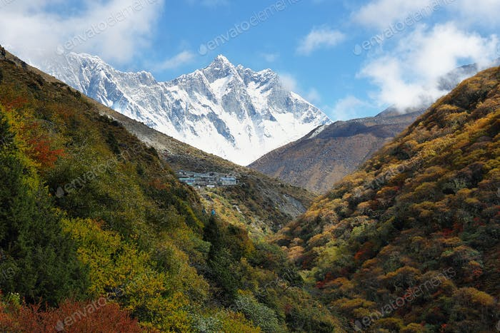 Nuptse and Lhotse peaks views