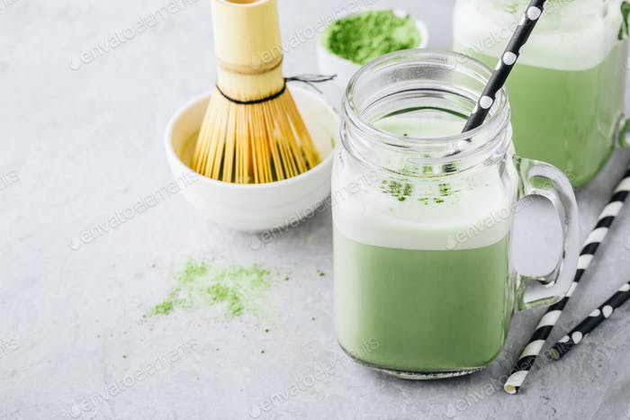 Vanille Grüner Tee Matcha Latte im Einmachglas