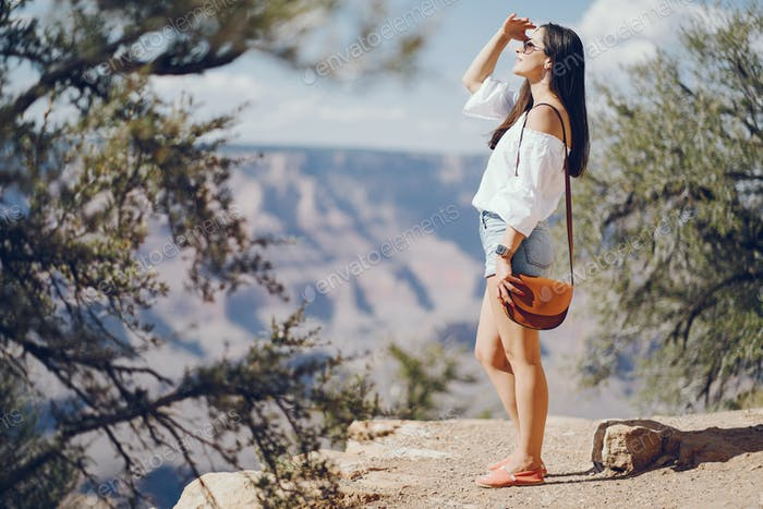 girl exploring the grand canyon in Arizona
