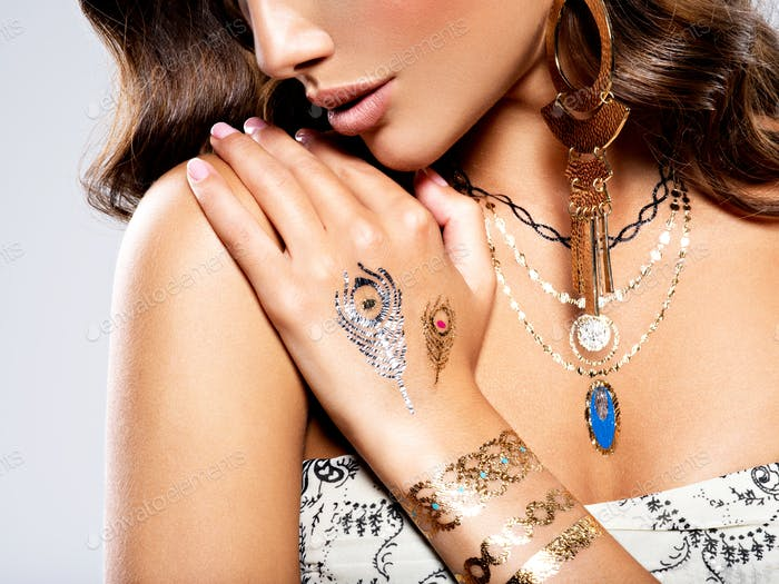 Woman Fashion Jewelry Beautiful