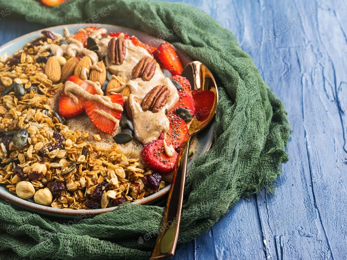 Delicious amaranth porridge with strawberries