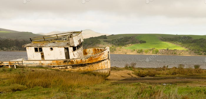 Barco abandonado Podriéndose Boat Point Reyes Seashore California