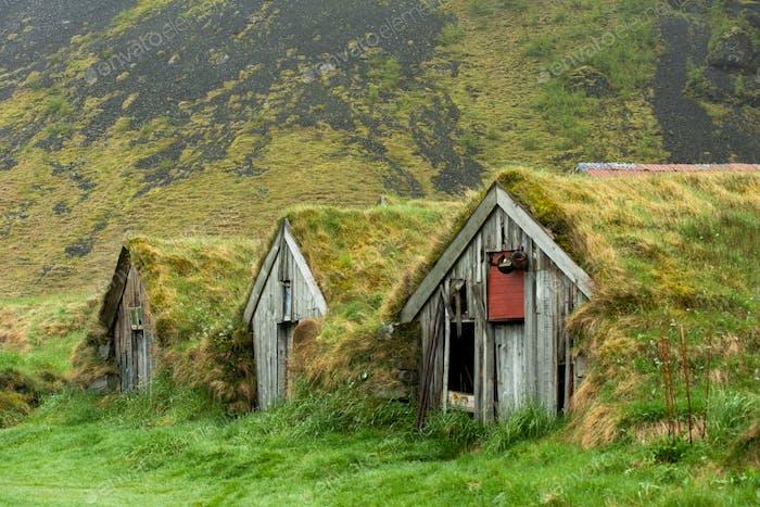 Verlassene historische Rasenhaus Bauernhäuser in Nupsstadur, Island