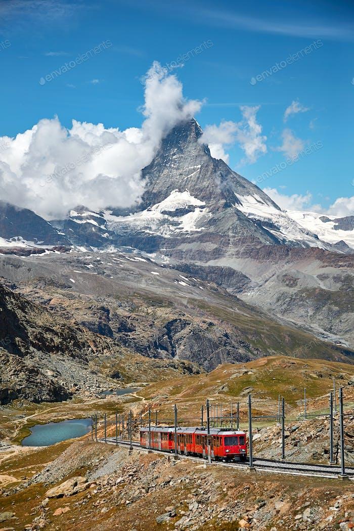 Landschaft des Matterhorns mit Eisenbahn, Schweizer Alpen