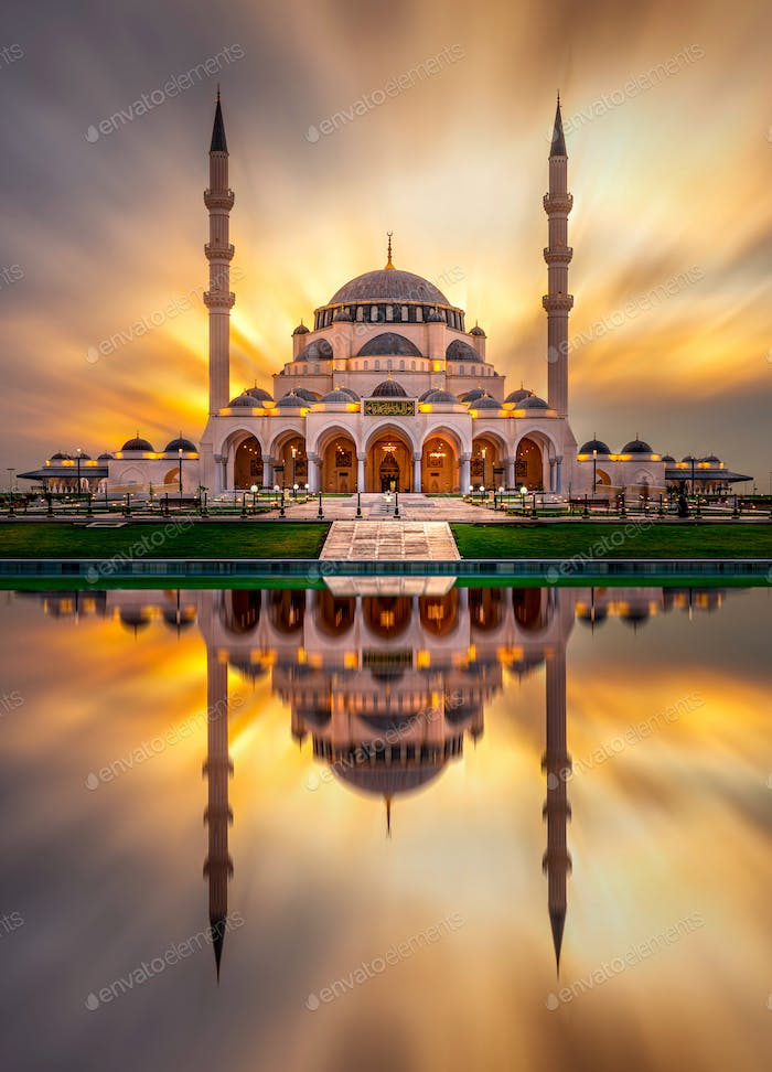 Sharjah New Mosque Largest mosque in Dubai traditional Islamic architecture