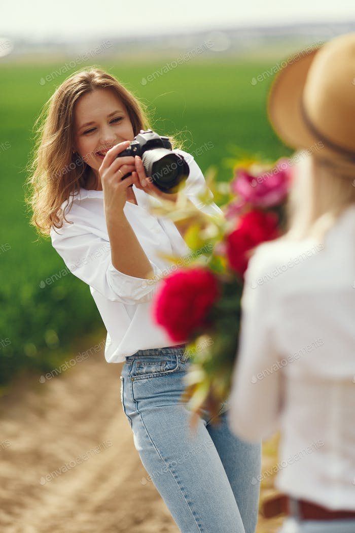 Photographer make a photoshoot for woman