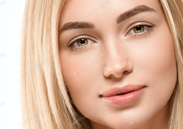 Face woman blonde hair naturalmake up tanned skin