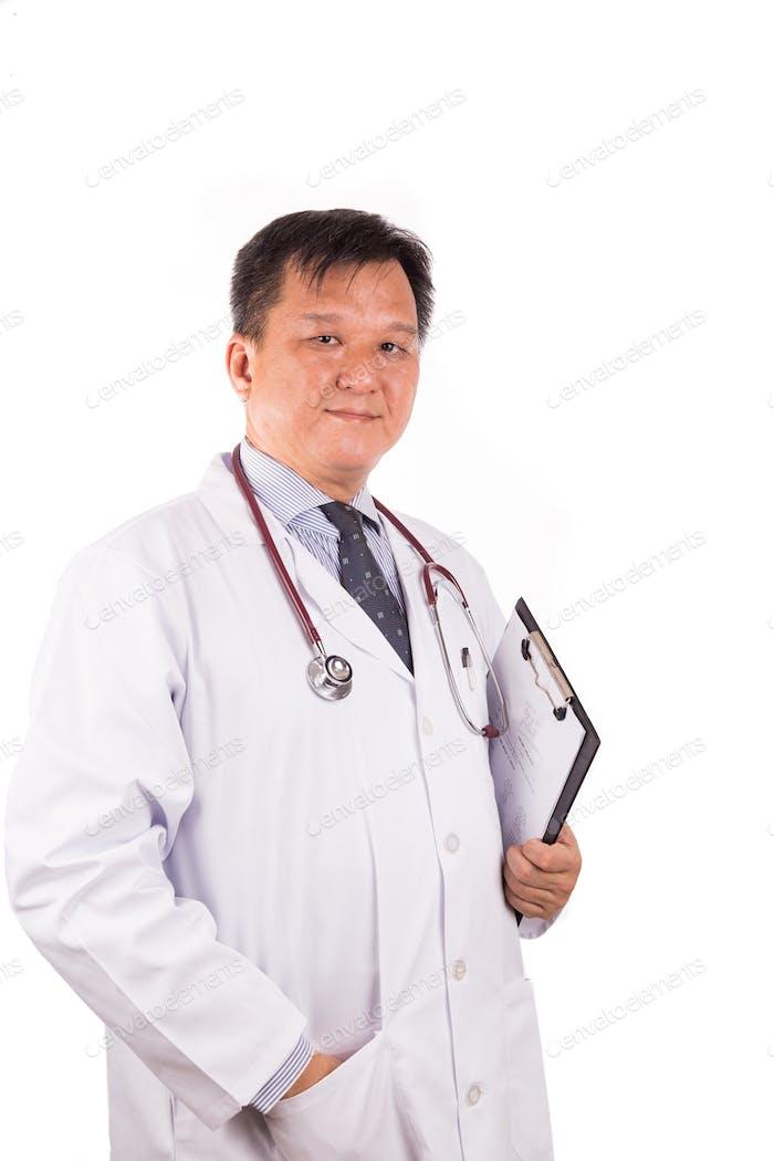 Gereift, zuversichtlich asiatische männliche Arzt mit Stethoskop, w