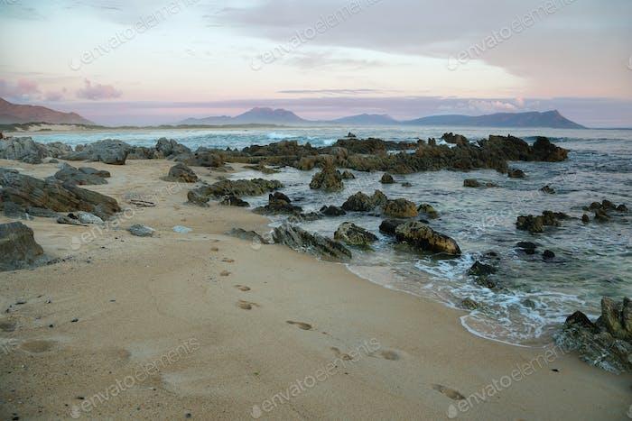 Sonnenuntergang am idyllischen Strand von Kleinmond