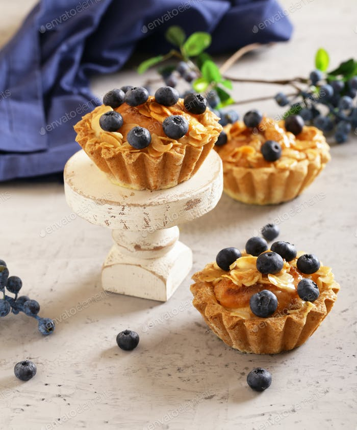 Shortcrust Tartlets with Almonds