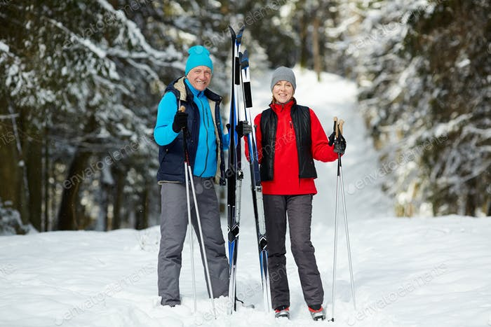 Зрелые лыжники