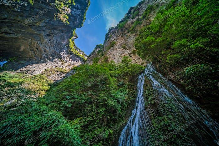 Wasserfall im Wulong-Nationalpark