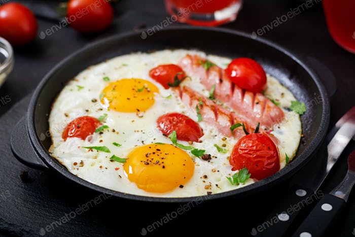 English breakfast - fried egg,  tomatoes and sausage.