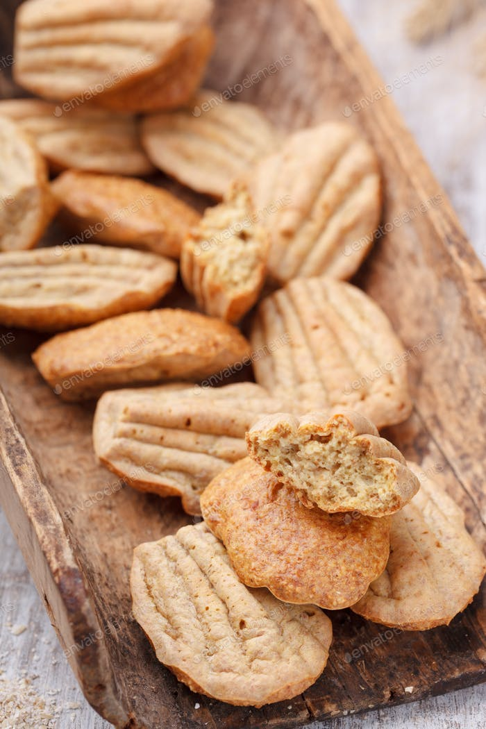 Madeleine cakes with oat bran