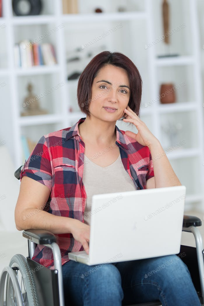 after devastating accident she works from home while recovering