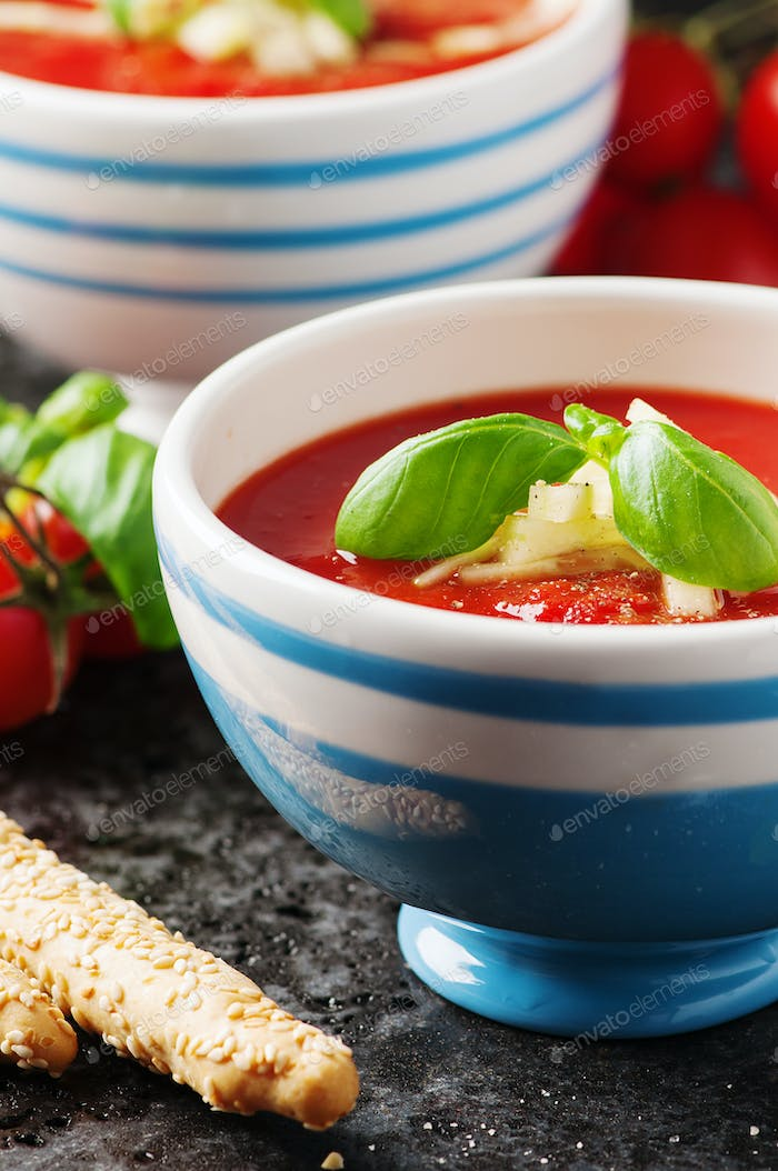 Gazpacho soup with cucumber and bread