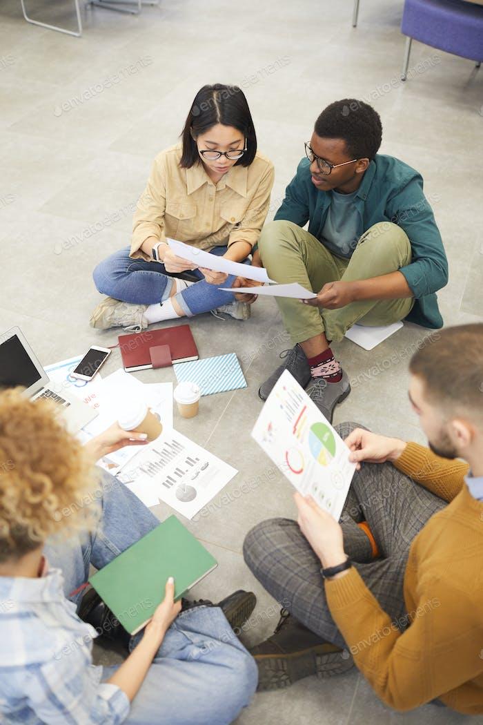 Studiengruppe im College