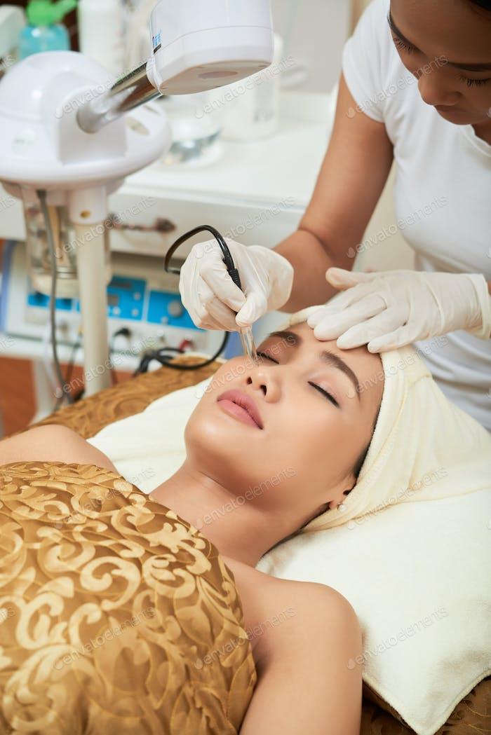 Mit Hautpflegebehandlung