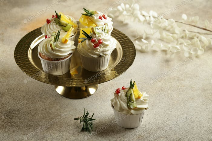Vanille Cupcakes mit Sahne