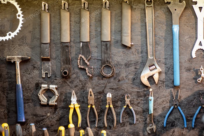 Wall with different working tools