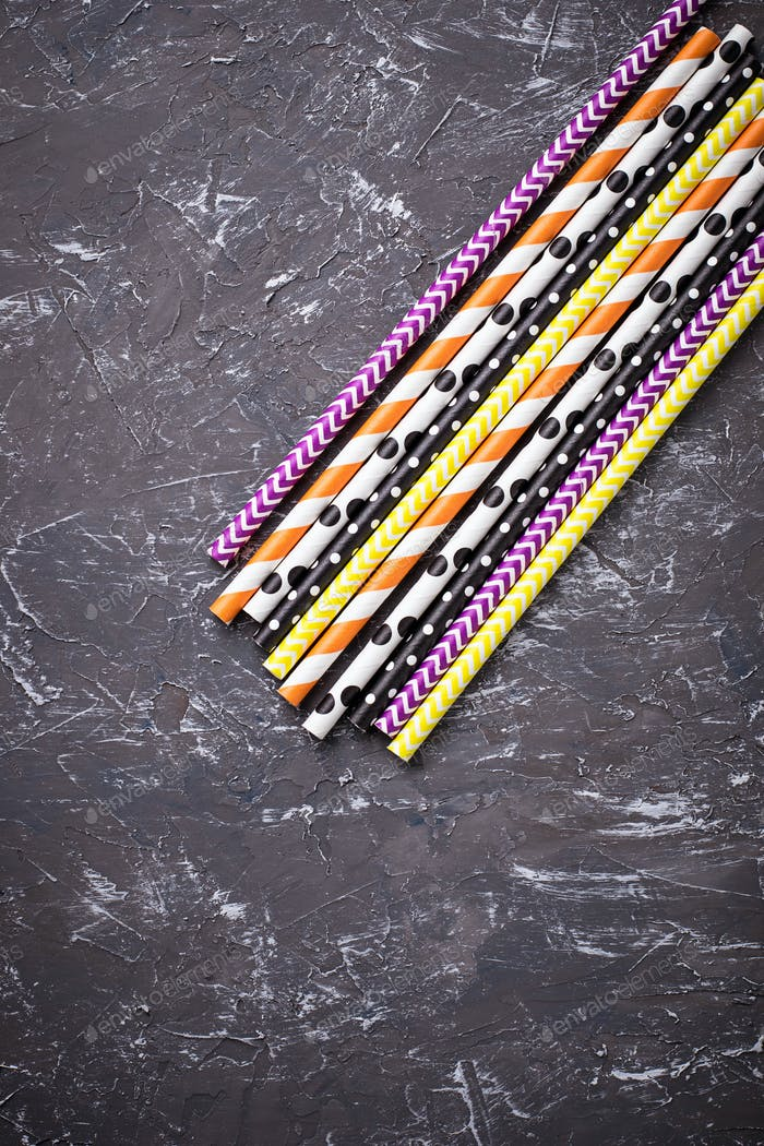 ?olorful festive paper straws