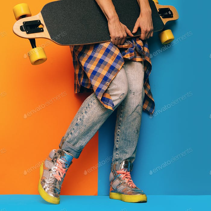 Skateboard Style fashion Girl. Minimal Design. Skateboard and de