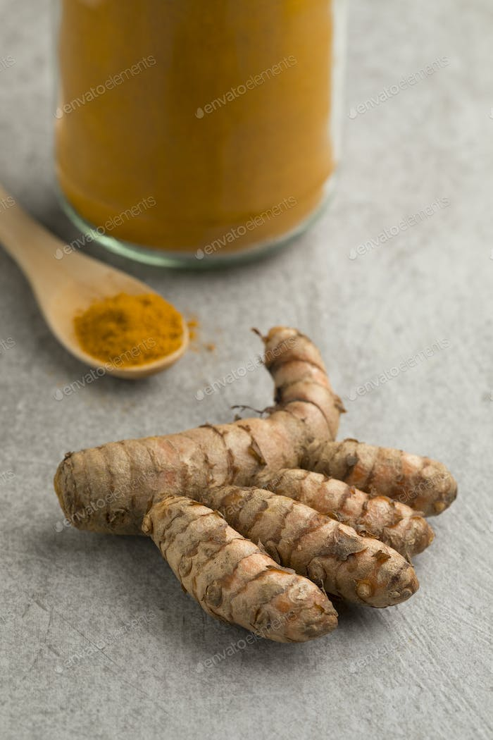 Fresh raw turmeric rhizome and powder