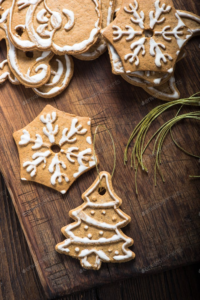 Homemade Christmas cookies to be hang from Christmas tree