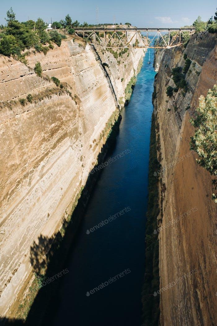 Fracht durch den Korinth Kanal, Griechenland