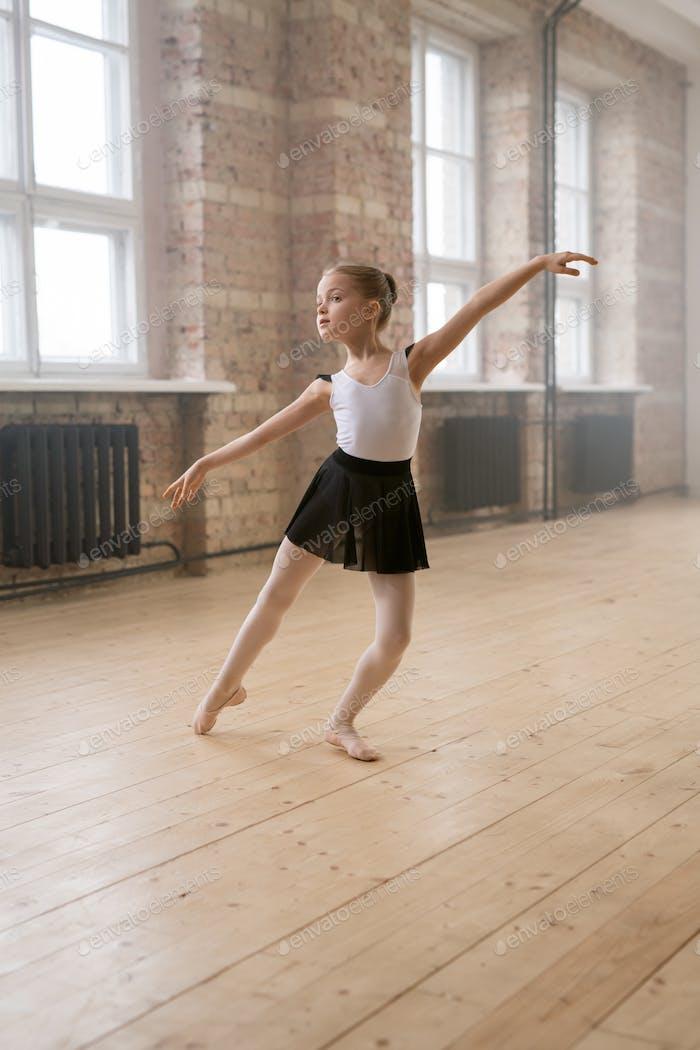 Entrenamiento de ballet en el estudio