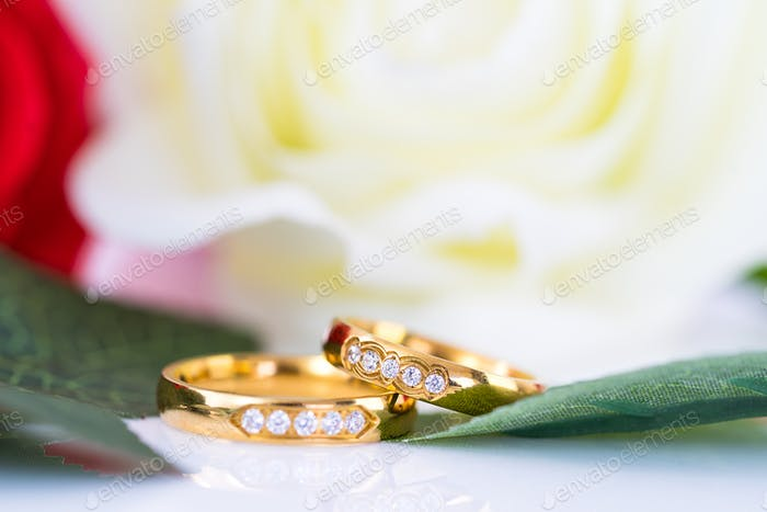 Close up Gold ring and Red roses on white_-13