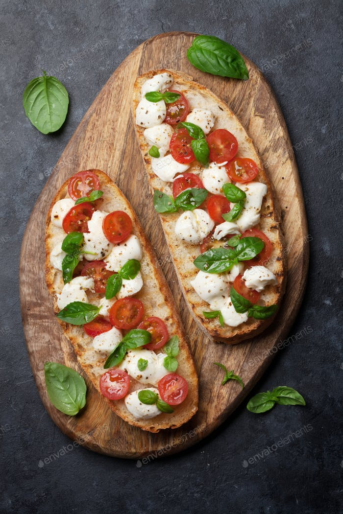 Caprese bruschetta toasts