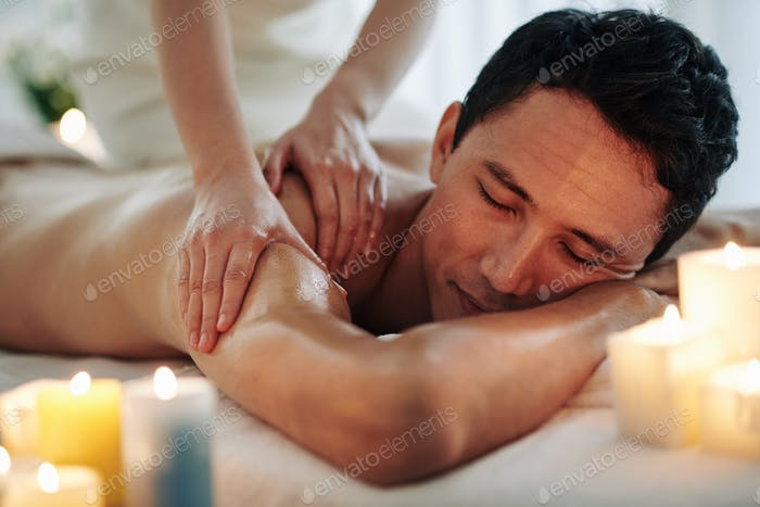 Relaxing spa massage