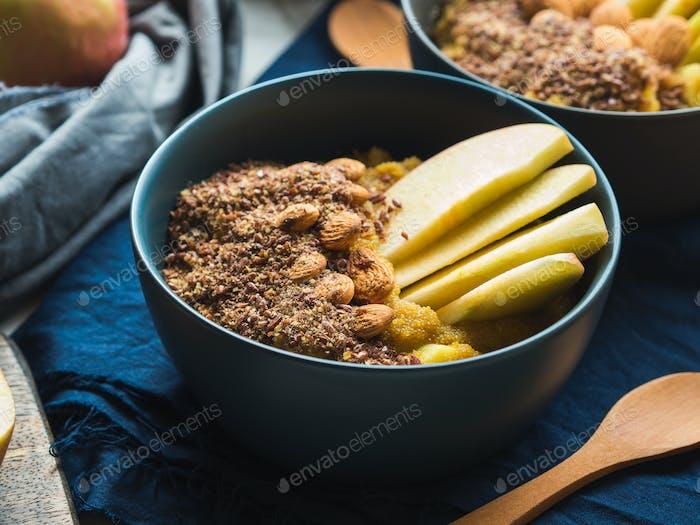 Gemütliche Frühstückskonzept mit Kurkuma Amaranth