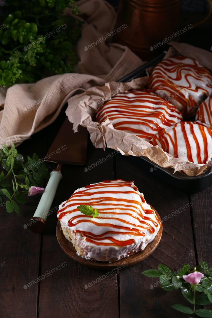 Cinnabon Buns with Icing