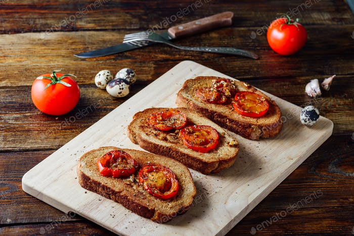 Three Toasts with Tomatoes
