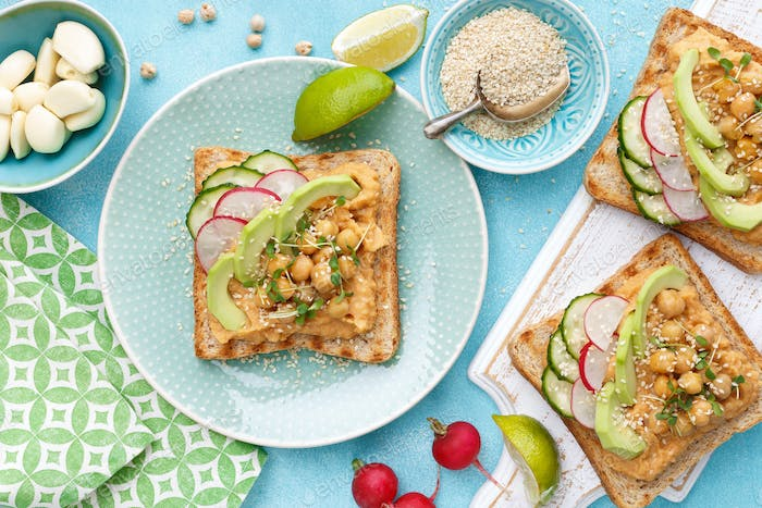 Toasts with chickpea hummus
